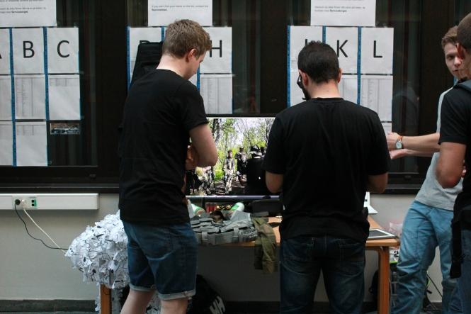 Airsoftklubben kunne vise frem videoer fra spill på standen. Foto: Benedicte S. Larsen