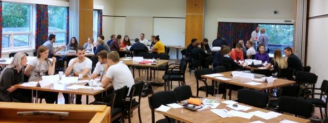 Gruppearbeid i forkant av debatten om ingeniørenes rolle i samfunnet. Foto: Safina de Klerk